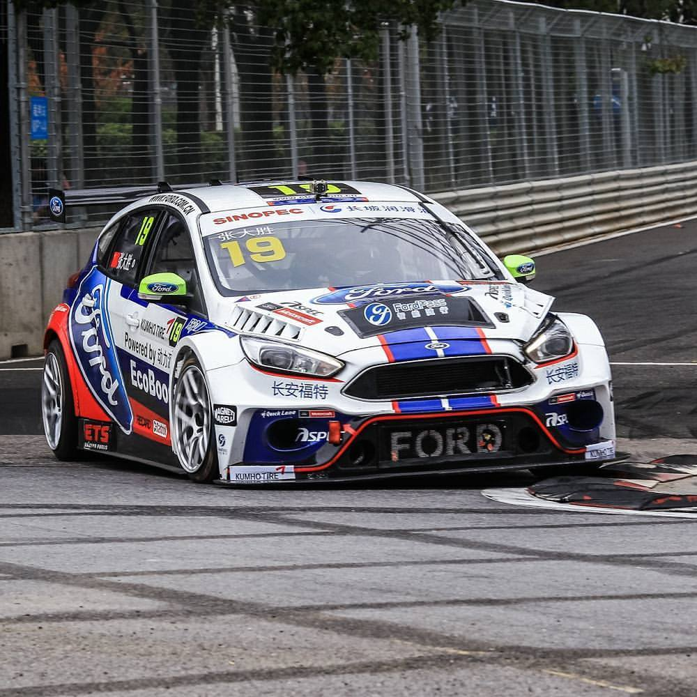 Roaring throughout the street - Changan Ford Racing Team locked on